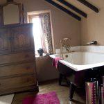 Holly Cottage en-suite bathroom